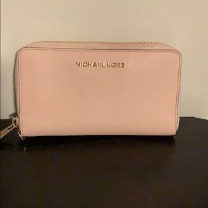 Michael Kors Bags - BEST SALE! Michael Kors wallet